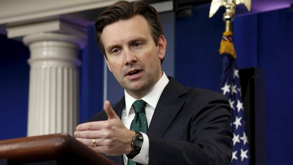 Josh Earnest, secretario de prensa de la Casa Blanca - Sputnik Mundo