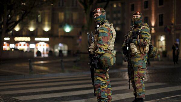 Patrulla militar en una de las calles de Bruselas  (archivo) - Sputnik Mundo