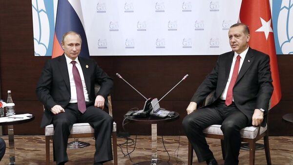 El presidente de Rusia, Vladímir Putin y el presidente de Turquía, Recep Tayyip Erdogan - Sputnik Mundo