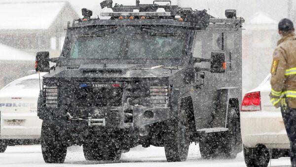 Un vehículo blindado de la policía en Colorado Springs - Sputnik Mundo