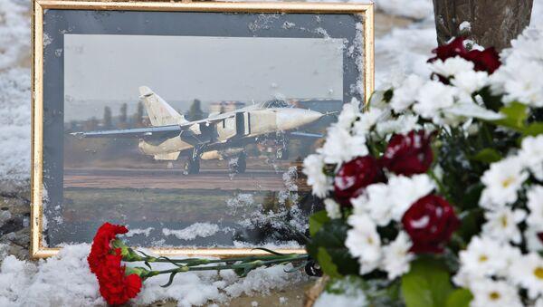 Homenaje a los pilotos del Su-24 ruso derribado por Turquía (archivo) - Sputnik Mundo