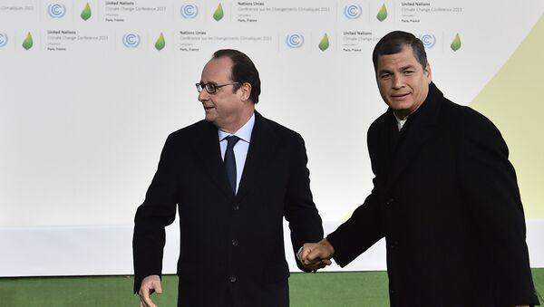 Presidente de Ecuador, Rafael Correa (dcha.) y presidente de Francia, Francois Hollande - Sputnik Mundo