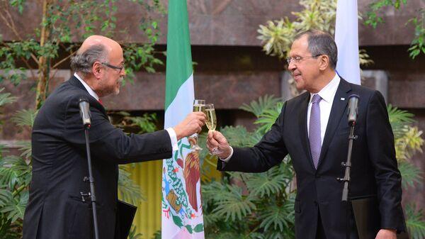 Embajador de México en Rusia, Rubén Beltrán y  ministro de Exteriores de Rusia, Serguéi Lavrov (archivo) - Sputnik Mundo