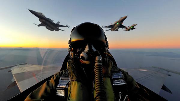Cabina de un caza F-16, foto archivo - Sputnik Mundo