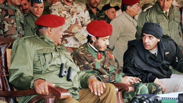 Al-Saadi Gadafi (centro) y Hanibal Gadafi (derecha), hijos del ex líder libio, Muamar Gadafi - Sputnik Mundo