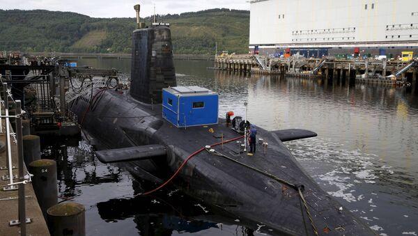 Submarino nuclear en la base naval de la Marina Real Británica en Faslane, Escocia - Sputnik Mundo