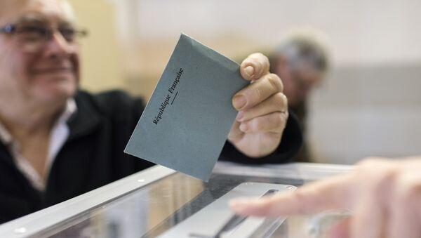 Un colegio electoral en Francia - Sputnik Mundo
