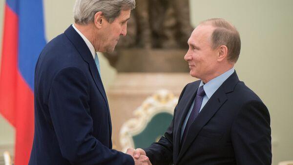 Secretario de Estado de EEUU, John Kerry y presidente de Rusia, Vladímir Putin - Sputnik Mundo
