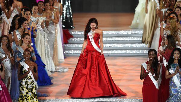 La rusa Sofia Nikitchuk durante el concurso Miss Mundo en Hainan, China - Sputnik Mundo