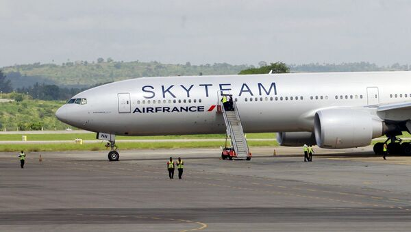 El avión de Air France en el aeropuerto de Mombasa en Kenia - Sputnik Mundo