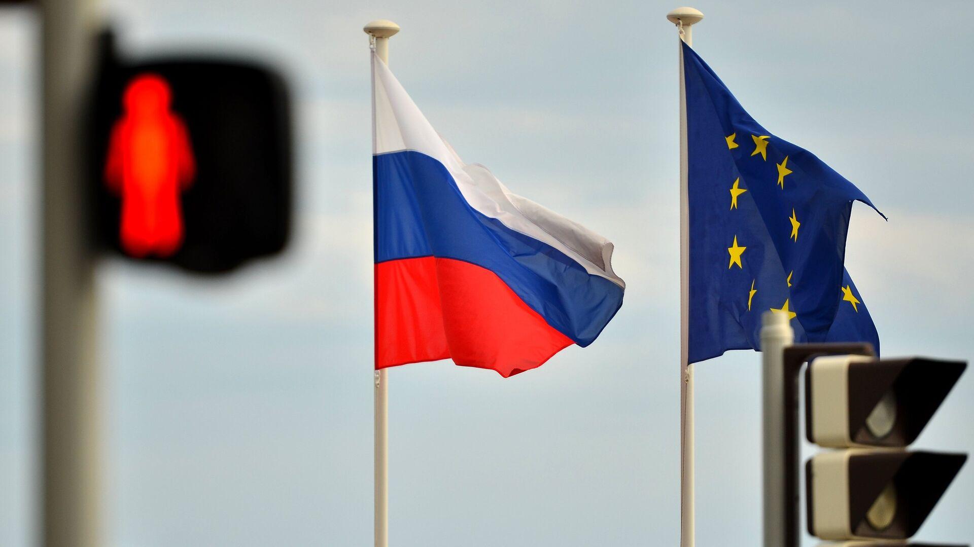 Banderas de Rusia y la UE - Sputnik Mundo, 1920, 11.02.2021