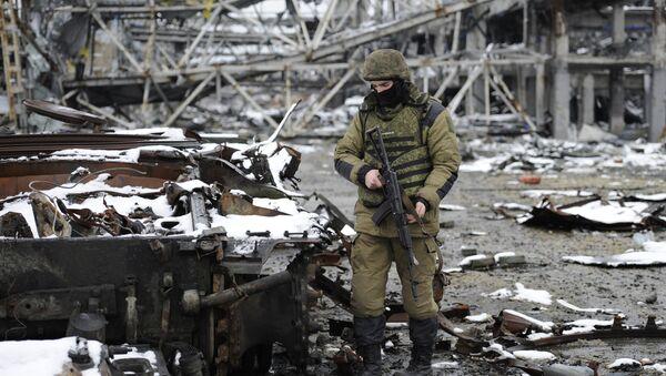 Combates en Donbás - Sputnik Mundo
