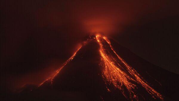 Erupción de un volcán (imagen referencial) - Sputnik Mundo