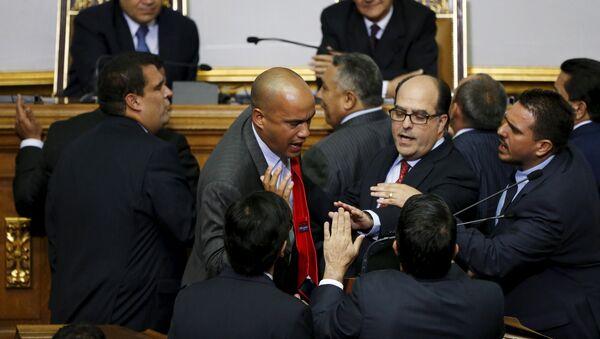 Parlamento de Venezuela juramenta a diputados objetados por el Supremo - Sputnik Mundo