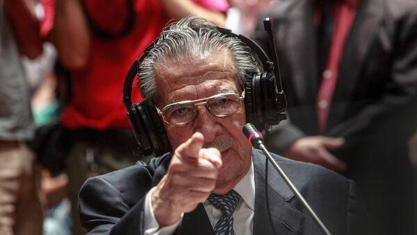El ex general Efraín Ríos Montt dando testimonio durante el juicio - Sputnik Mundo