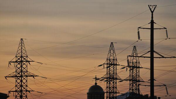 Torres de alta tensión en el oeste de Ucrania - Sputnik Mundo