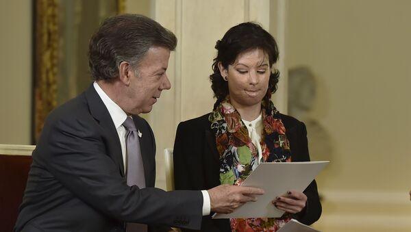 Juan Manuel Santos, presidente de Colombia, y Natalia Ponce, víctima de ataque con ácido - Sputnik Mundo