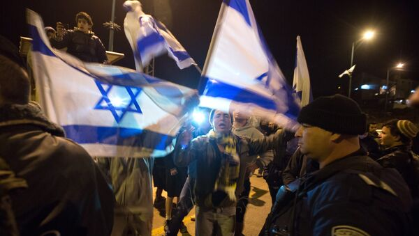 Colonos israelíes protestan cerca de la colonia de Otniel - Sputnik Mundo
