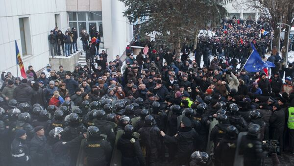 Unas 15 personas afectadas en manifestaciones frente al Parlamento de Chisinau - Sputnik Mundo