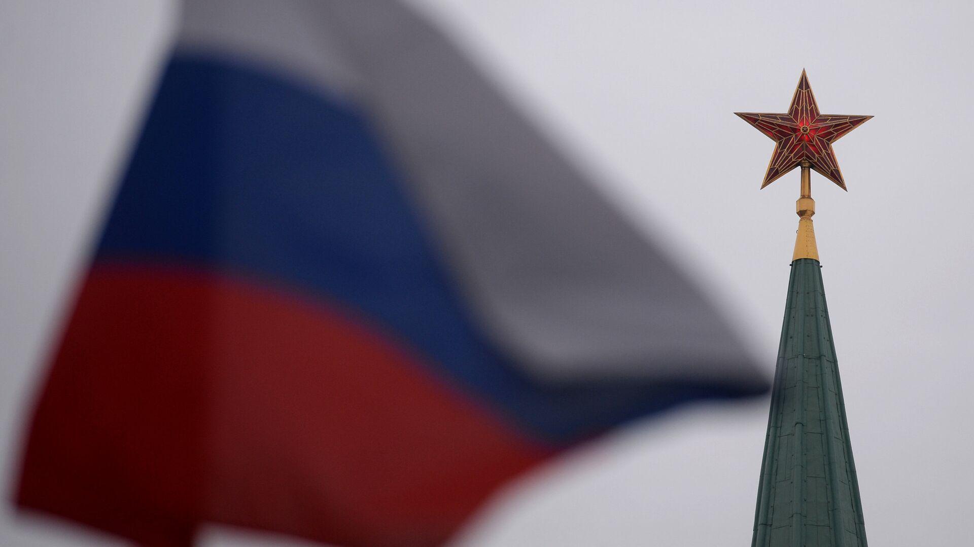 Bandera de Rusia en la Plaza Roja en Moscú - Sputnik Mundo, 1920, 16.02.2021