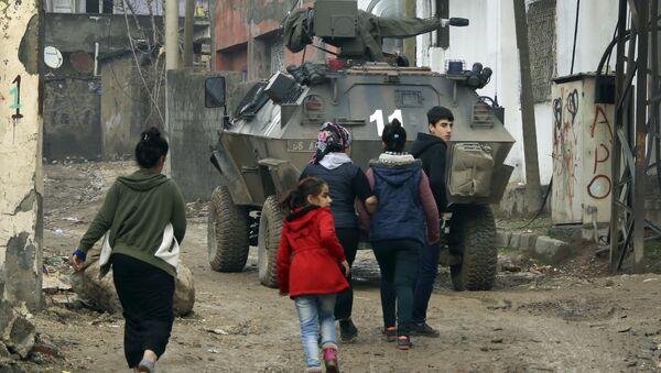 Los civiles kurdos en la ciudad de Silopi, Turquía - Sputnik Mundo