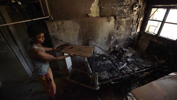 Hospital destruido por bombardeos en Aden, Yemen - Sputnik Mundo