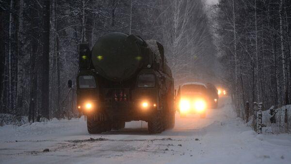 Мобильные ракетные комплексы Тополь заступили на боевое дежурство в Новосибирской области - Sputnik Mundo