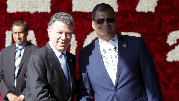 Juan Manuel Santos, presidente de Colombia, y Rafael Correa, presidente de Ecuador - Sputnik Mundo