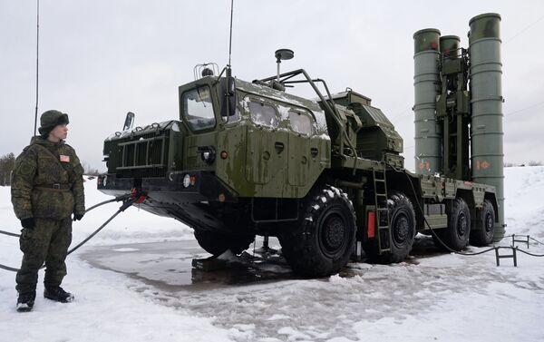 Sistemas transportables de misiles antiaéreos S-400 'Triumf' - Sputnik Mundo