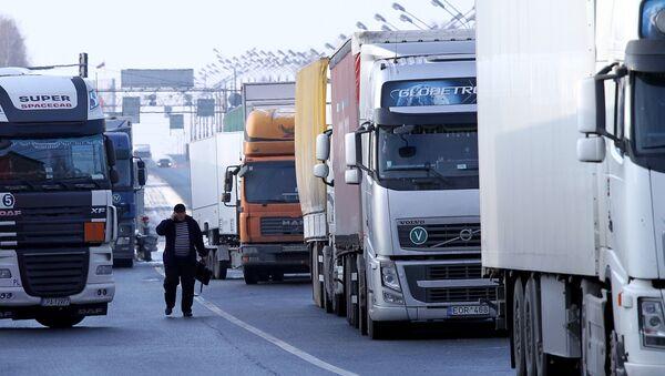 Los camiones en la frontera de Rusia (archivo) - Sputnik Mundo