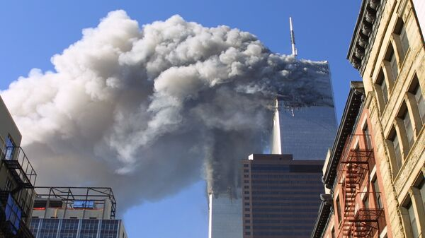 Twin towers of the World Trade Center burn after hijacked planes crashed into them in New York - Sputnik Mundo