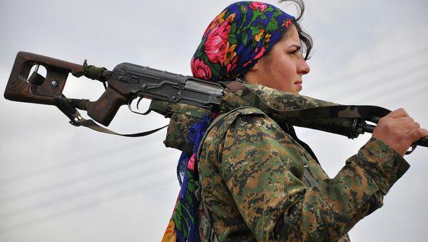 Casi la mitad de los militares kurdos en Siria son mujeres - Sputnik Mundo