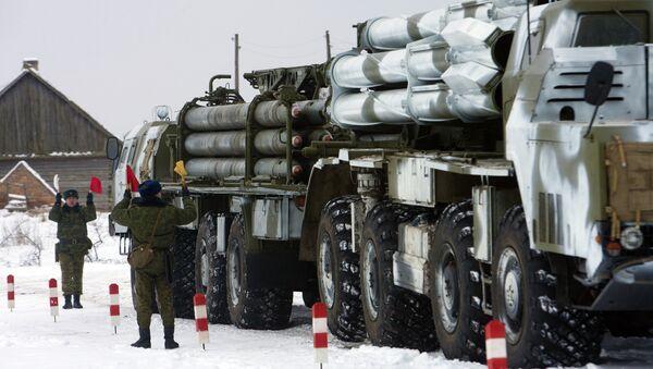 Lanzacohetes múltiples Smerch durante las maniobras militares en Bielorrusia (archivo) - Sputnik Mundo