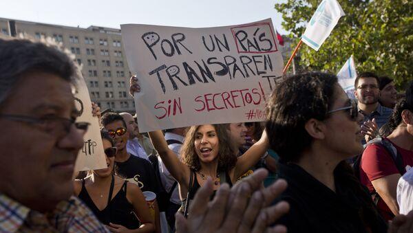 Manifestación de protesta frente al Palacio de La Moneda en Santiago de Chile - Sputnik Mundo