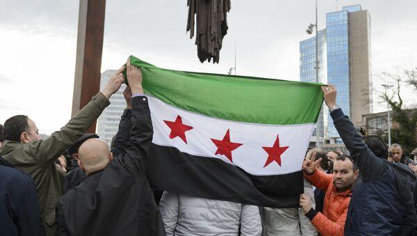 Bandera de la oposición siria - Sputnik Mundo