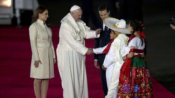 Angélica Rivera, primera dama de México, Papa Francisco y Enrique Peña Nieto, presidente de México - Sputnik Mundo