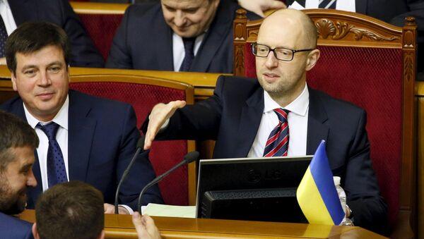 Arseni Yatseniuk (dcha.), primer ministro de Ucrania - Sputnik Mundo