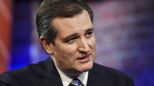 U.S. Republican presidential candidate Ted Cruz participates in a campaign town hall hosted by CNN in Greenville, South Carolina - Sputnik Mundo