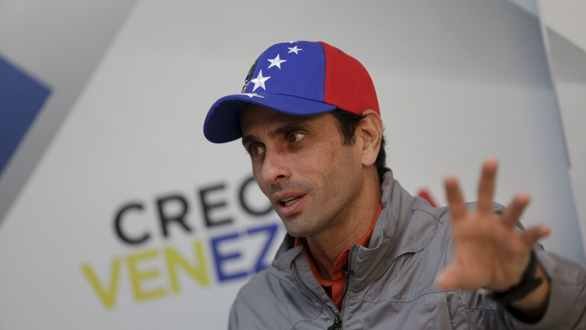 Venezuelan opposition leader and Governor of Miranda state Henrique Capriles speaks during an interview with Reuters in Caracas - Sputnik Mundo, 1920, 11.08.2021
