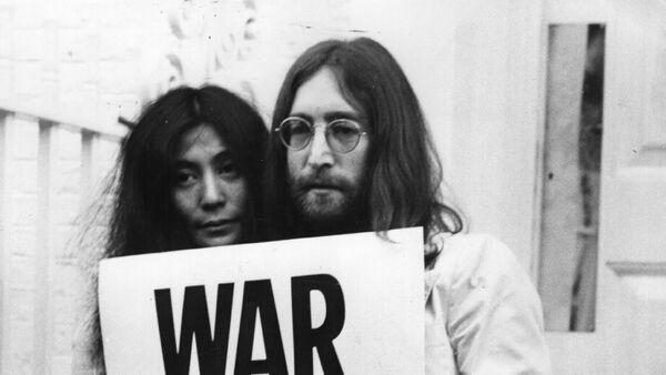 John Lennon y Yoko Ono - Sputnik Mundo