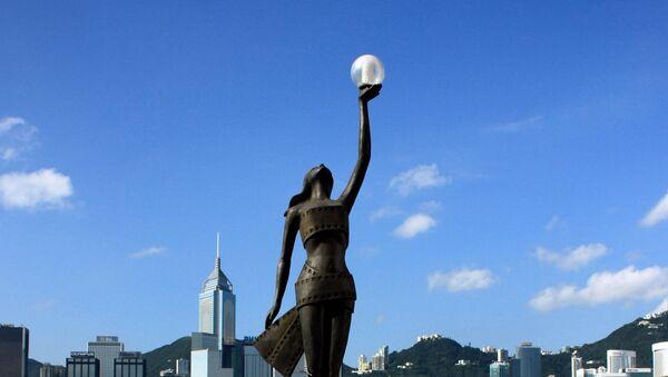 Estatua de los Premios de Cine de Hong Kong en la Avenida de las Estrellas - Sputnik Mundo