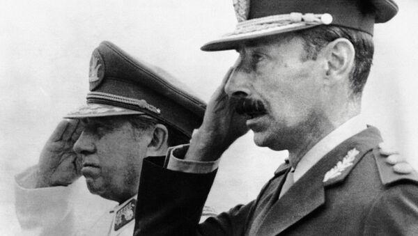 Dictador de Chile, Augusto Pinochet, y su homólogo argentino, Jorge Videla - Sputnik Mundo