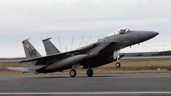 F15 en la base de EEUU en Keflavik (archivo, 2006) - Sputnik Mundo