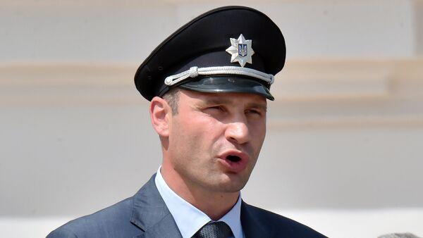 El alcalde de Kiev, Vitali Klichkó, durante la ceremonia de graduación de los policías de Kiev en 2015 - Sputnik Mundo