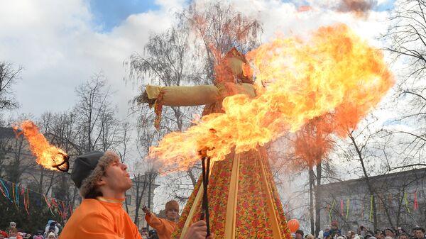La muñeca espantapájaros, símbolo de la fiesta de Maslenitsa - Sputnik Mundo