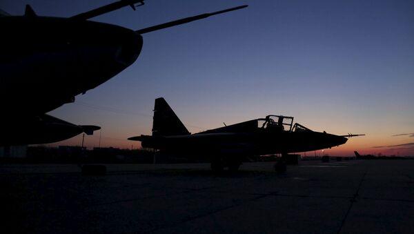 Su-25 rusos después de regresar de Siria en el aeródromo de Krasnodar en Rusia - Sputnik Mundo
