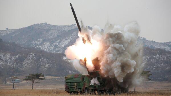 Lanzamiento de un misil en Corea del Norte - Sputnik Mundo