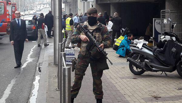 Soldado belga en el lugar del atentado en Bruselas - Sputnik Mundo