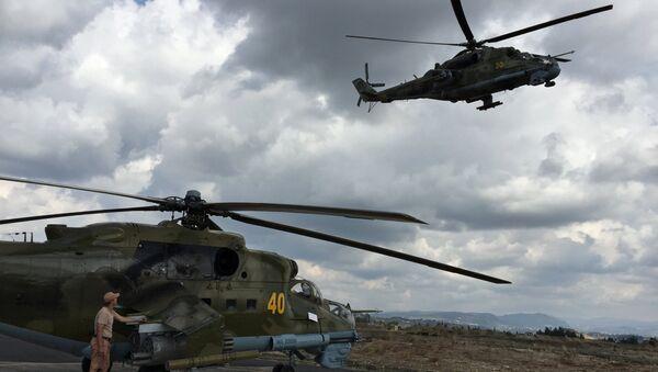 Helicópteros Mi-24 en el aeródromo de Hmeymim en Siria (archivo) - Sputnik Mundo