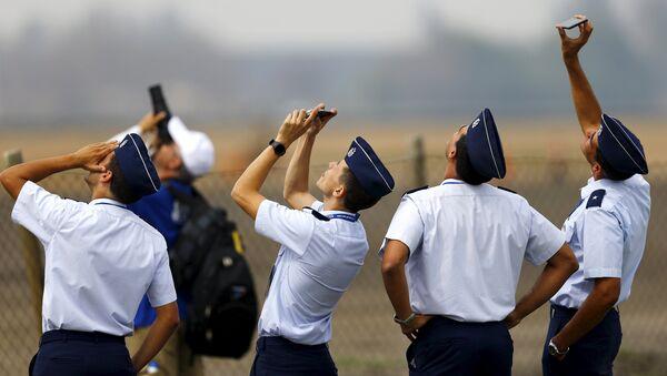 Militares chilenos durante FIDAE 2016 - Sputnik Mundo